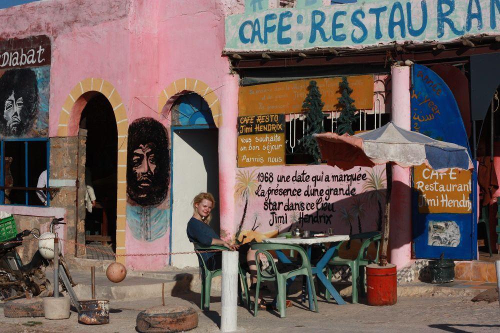 diabar, essaouira, jimi hendrix, cafe, girl