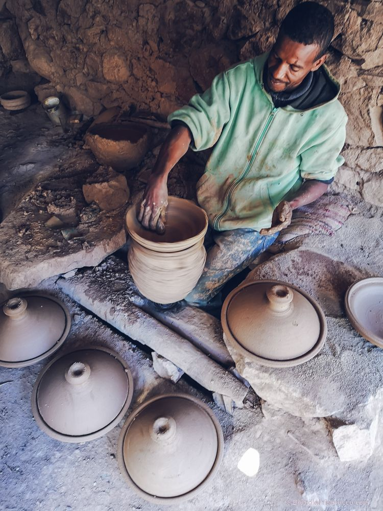 pottery, morocco, locals, tagine