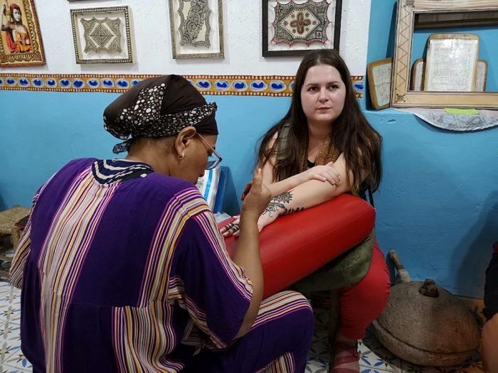 henna art hand drawing marrakech girl