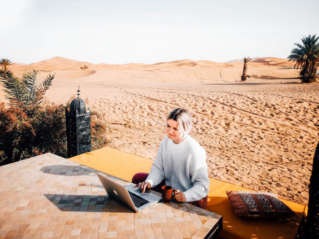 desert morocco freelancer sahara laptop